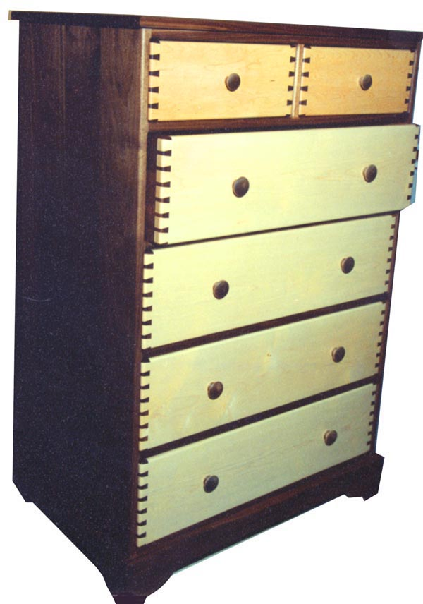 dr-1-maple-walnut-6dwr-dresser-ko.JPG (65734 bytes)